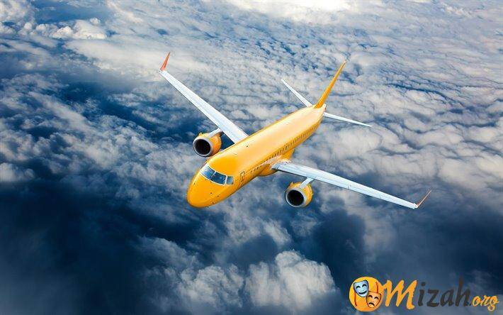thumb2-4k-yellow-plane-sky-clouds-private-jet